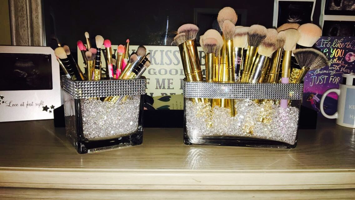 DIY Simple and cute makeup brush holders!! I made these