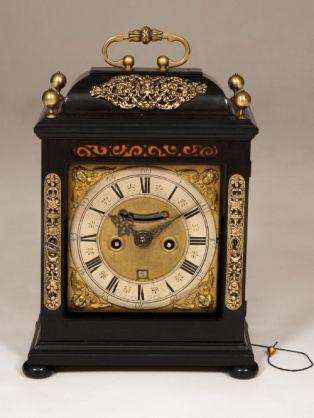 WILLIAM AND MARY LATE 17TH CENTURY BRACKET CLOCK.