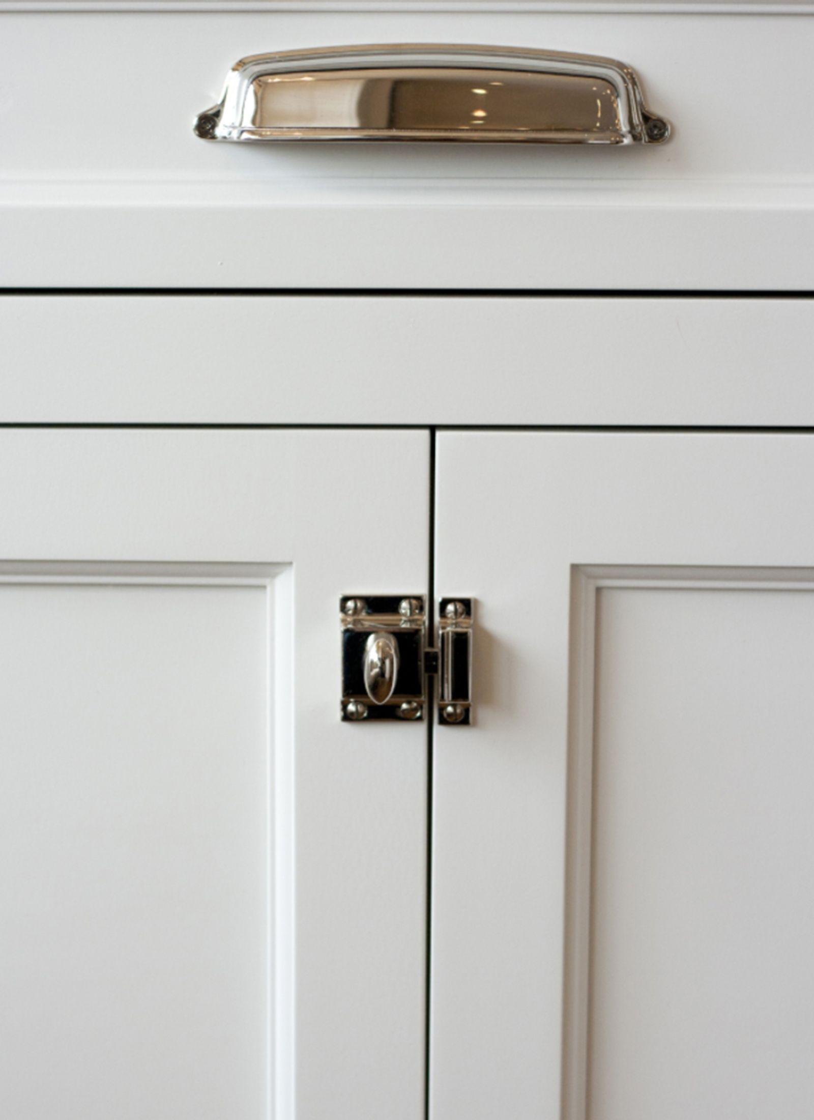 benjamin-blackwelder-cabinetry-Hardware 1