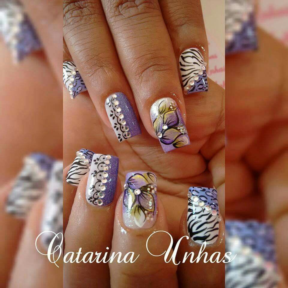 Unha diferente de Catarina unhas. Different nail. Uña diferente. Unghie different.