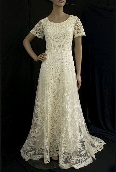 1910 wedding gown made of Battenberg lace. What a dream!   boda ...