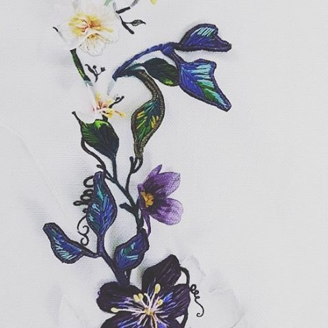Hand embroideries  by @chloe_patience of #bebaroque in collaboration  with #timorousbeasties #missingspringchair @nobodyandco.official #handembroidery #stumpworkembroidery #contemporaryembroidery #threadwork #3dflowers #flowers #insects #furnitureflorals #growingplants