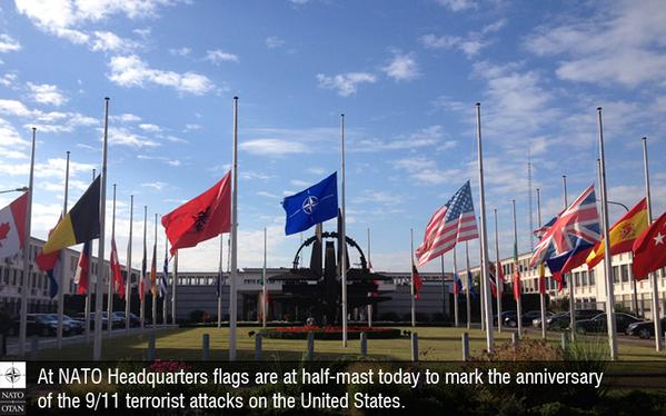 1 2 Mast September 11 Attacks Flags At Half Mast Half Mast
