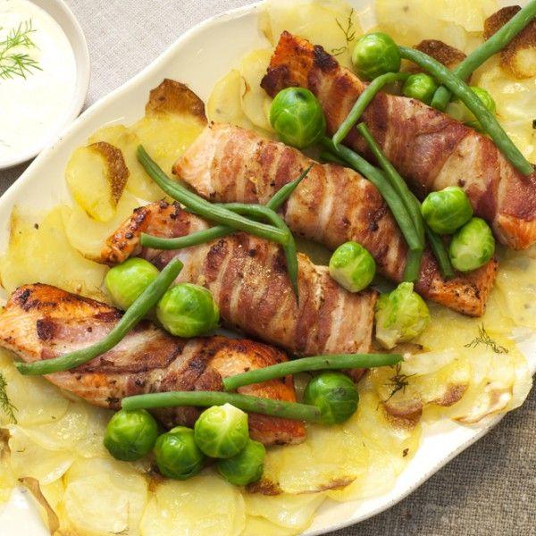Baconsurra ørret med sprøbakte potetskiver