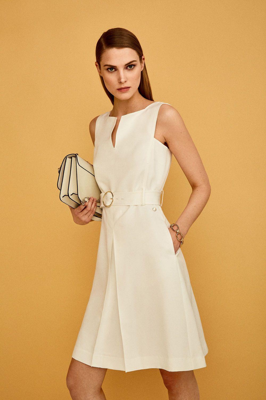 Pedro del hierro vestido blanco