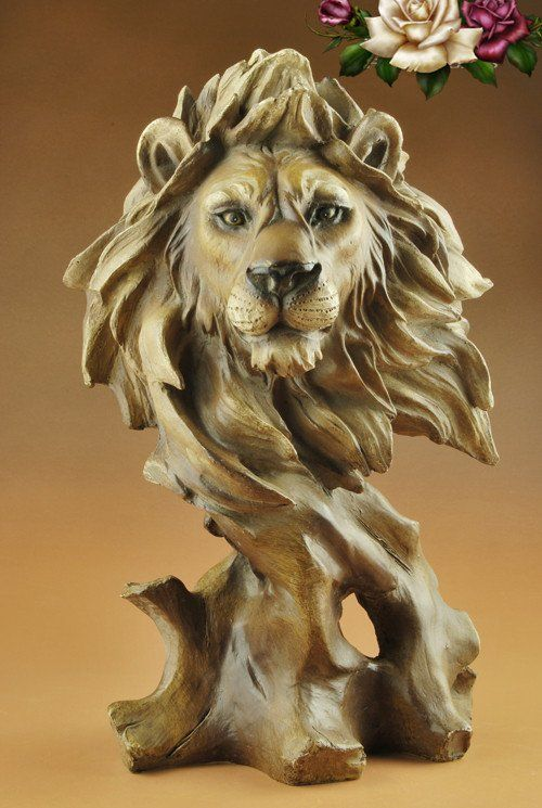 Decoración tallada de madera con cabeza de León