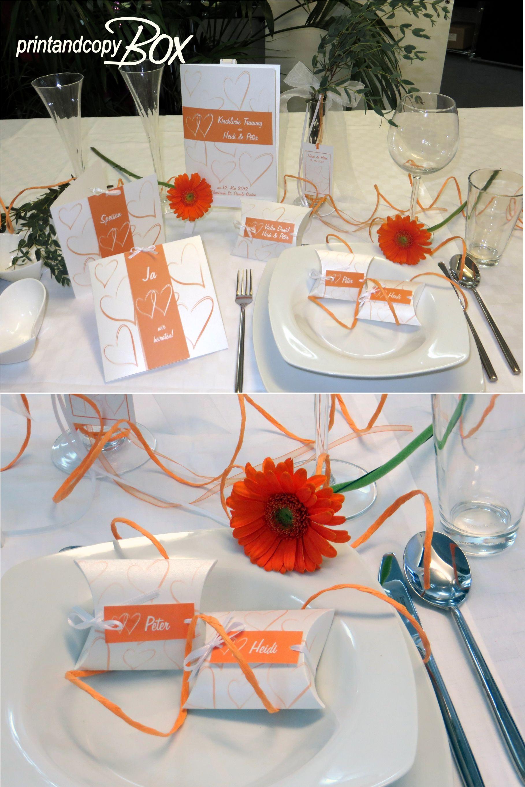 Hochzeitspapterie mit frischen orangen Details.