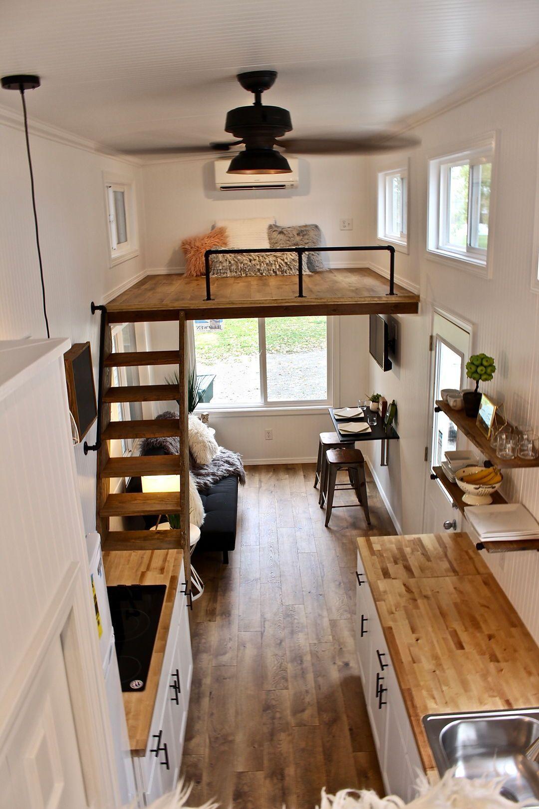 Rebord Loft Avec Pipes Noires Fenetre Dans Les Lofts Sur Les Cotes Interieurs De Toute Petite Maison Vivre Dans Une Mini Maison Petite Maison Sur Roues