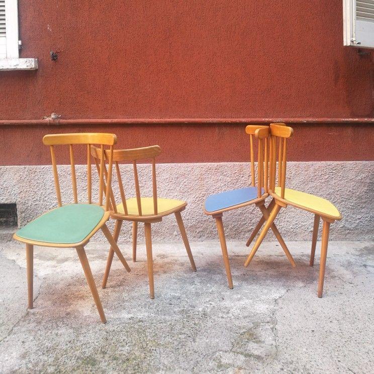 Un set di 4 sedie scandinave anni 60 in faggio chiaro con ...