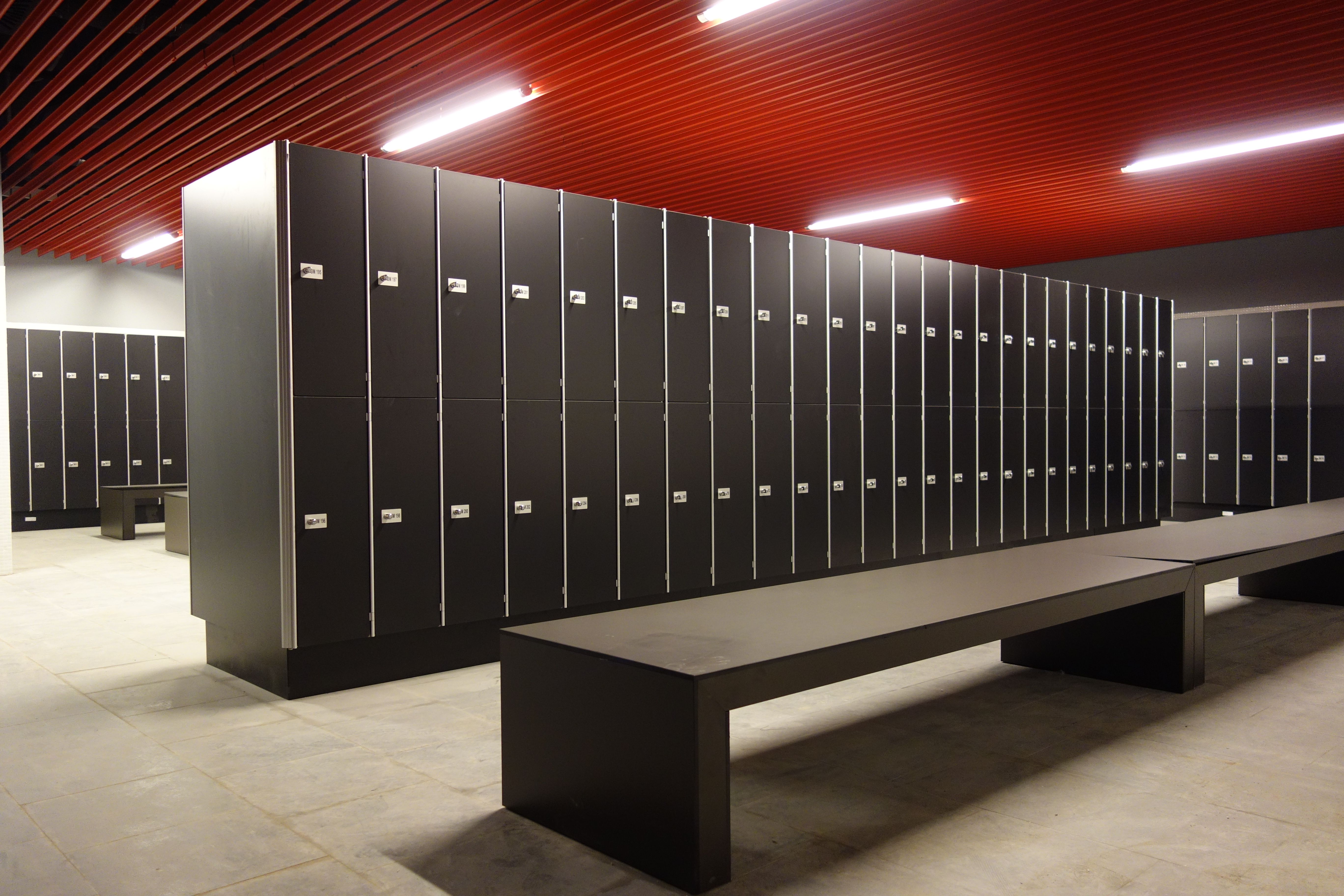 Vestuarios de Staff en Estadio San Mamés (Bilbao) | Lockers ...