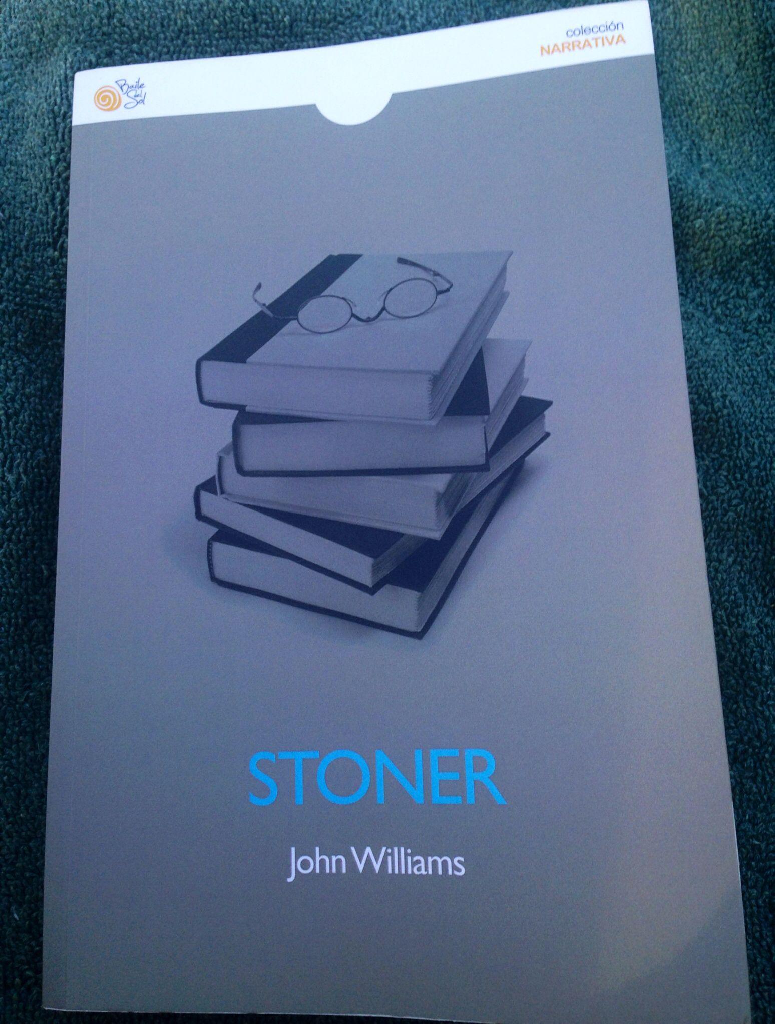 """""""Stoner"""" de John Williams, un personaje inolvidable, la voz de un profesor de la universidad de Misuri a principios del siglo XX. Una novela con una carga de profundidad asombrosa, en la que parece que no pasa nada. Una delicia sobre los principios, los valores y la integridad del ser humano."""