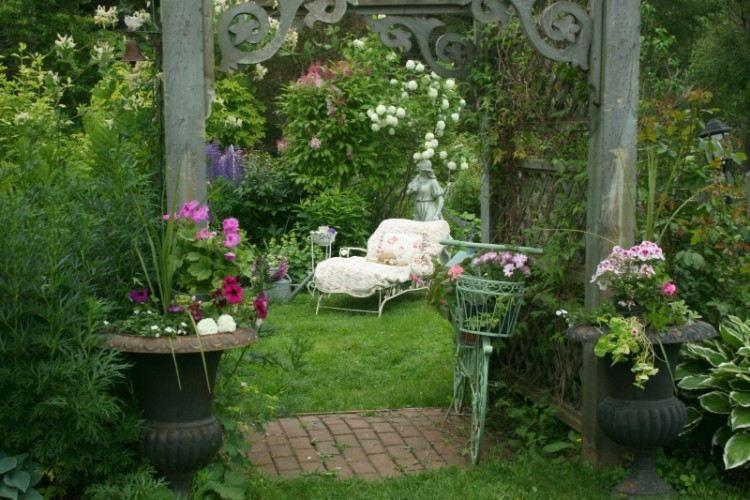 Comment aménager un jardin romantique? Conseils et idées en ...