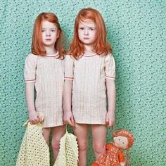 Adorables petites rousses ! Et non moins adorables petites robes rayées