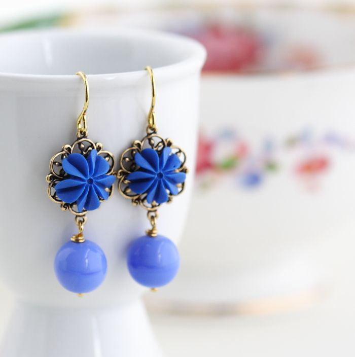 Flower Earrings, Periwinkle Blue, Dangle Earrings       These charming periwinkle blue flower earrings feature sweet blue vintage style flowers set on a brass filigree backing. Hanging from the flowers are opaque glass beads also in periwinkle blue.
