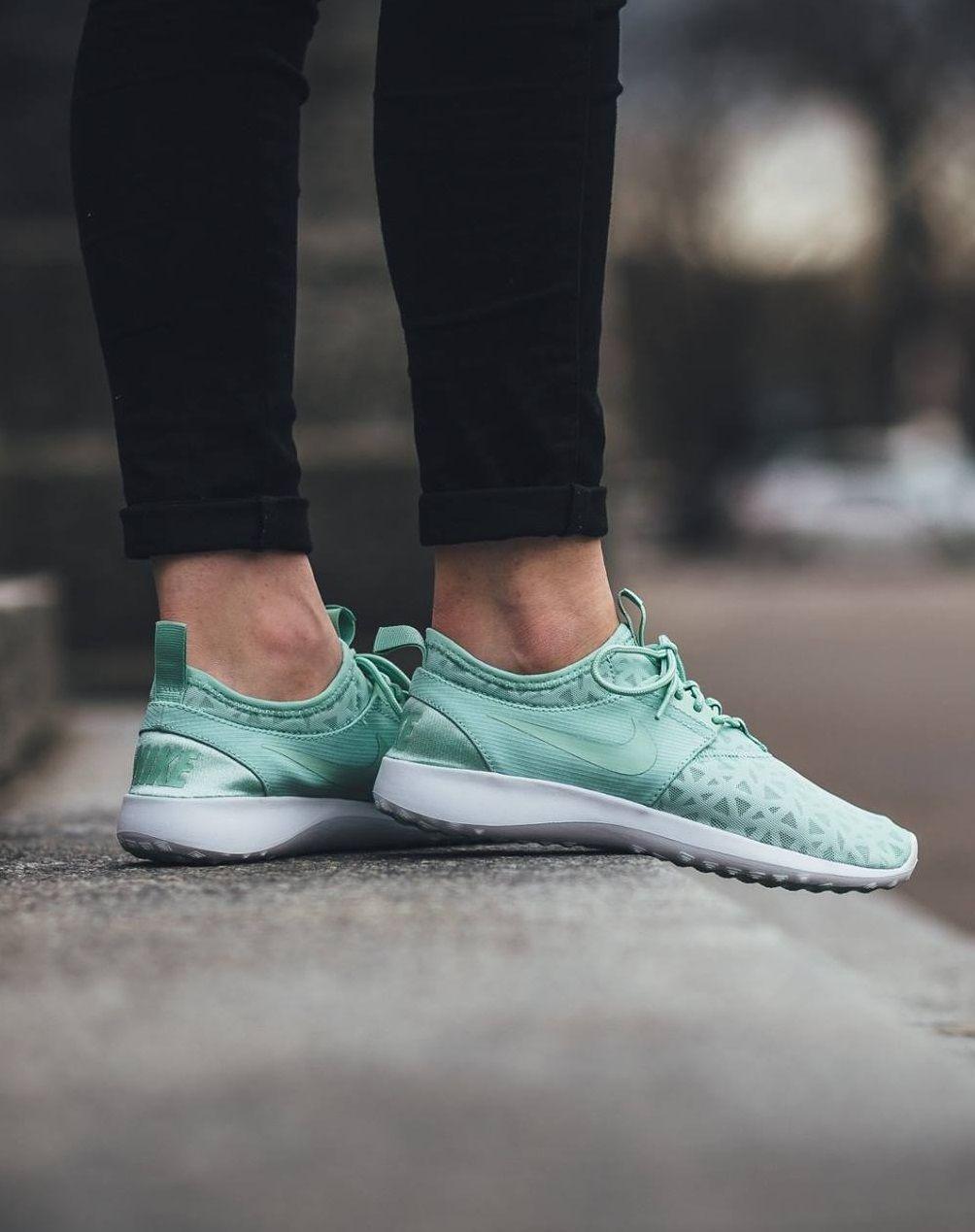 Nike Wmns Juvenate: Enamel Green
