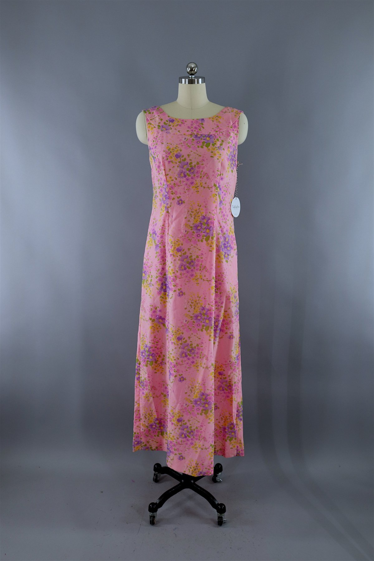 853ae10bde0 Vintage 1960s Pink Floral Print Maxi Dress  vintage  vintagestyle   vintageclothes  vintagefashion  fashion  vintagegirl  vintageclothing   shopvintage ...