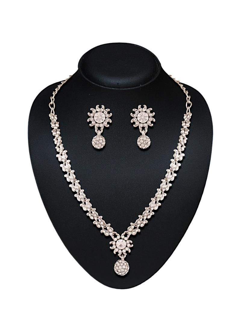 9ab7d06f9d India Wedding, Saree Wedding, Bridal Lehenga, Lehenga Choli, Diamond Necklace  Set,
