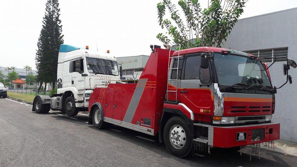 Nissan Diesel Truck >> Towing Truck Nissan Diesel Nissan Diesel Tow Truck Trucks