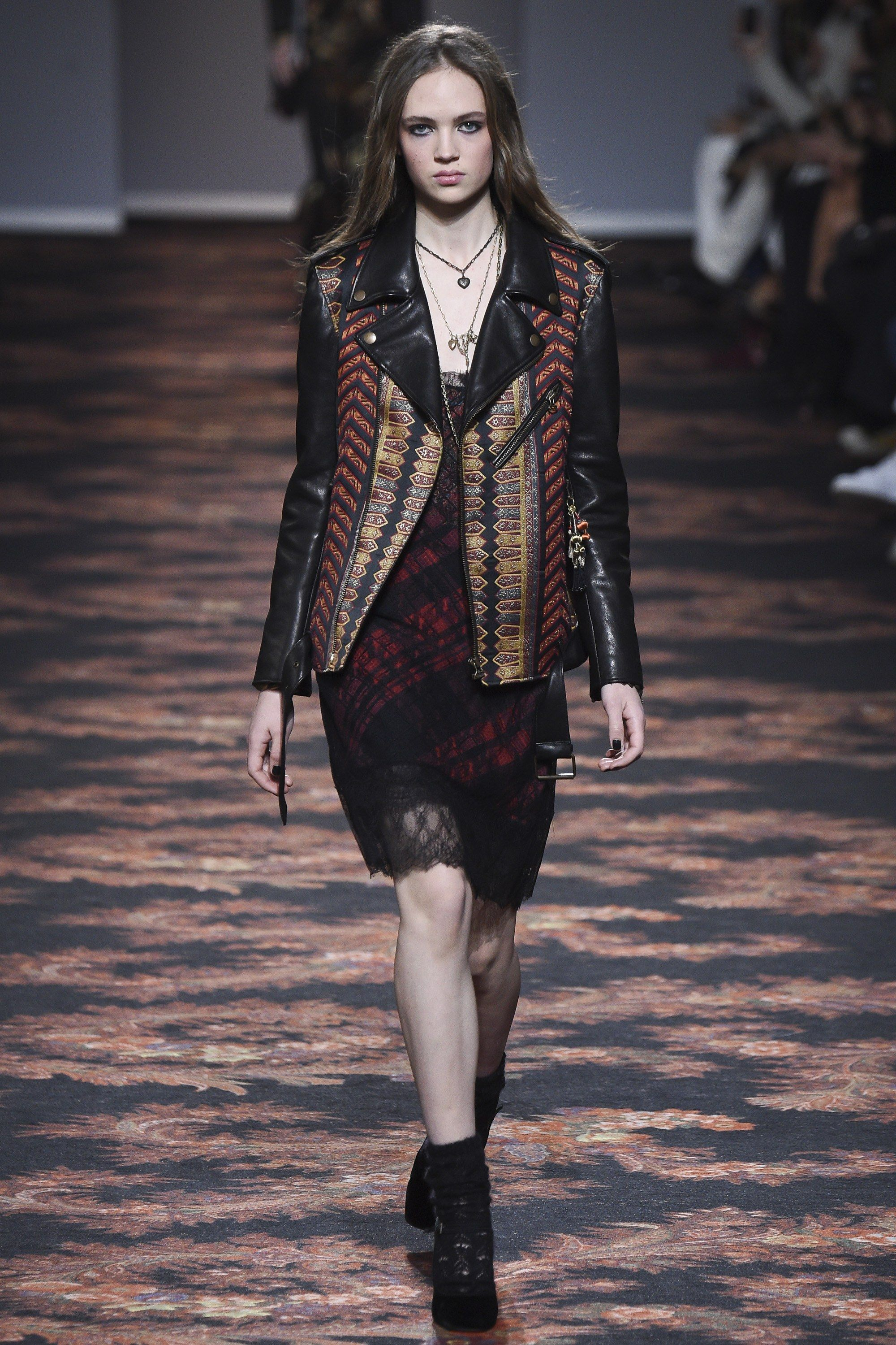#Etro   #fashion   #Koshchenets     Etro Fall 2016 Ready-to-Wear Collection Photos - Vogue