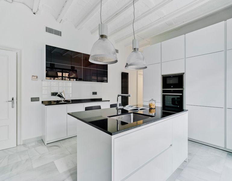 Suelos para cocinas blancas cocinas blancas suelos y for Muebles imitacion diseno