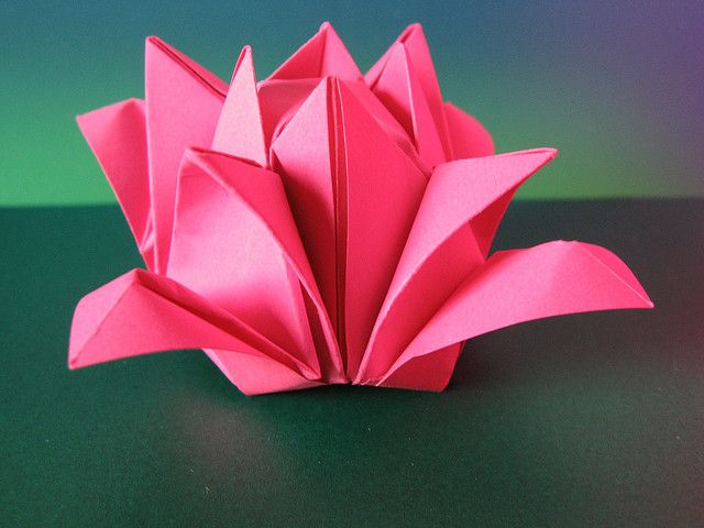 Rosa 2. Origami From one uncut square. Designed and folded by Francesco Guarnieri, November 2007.