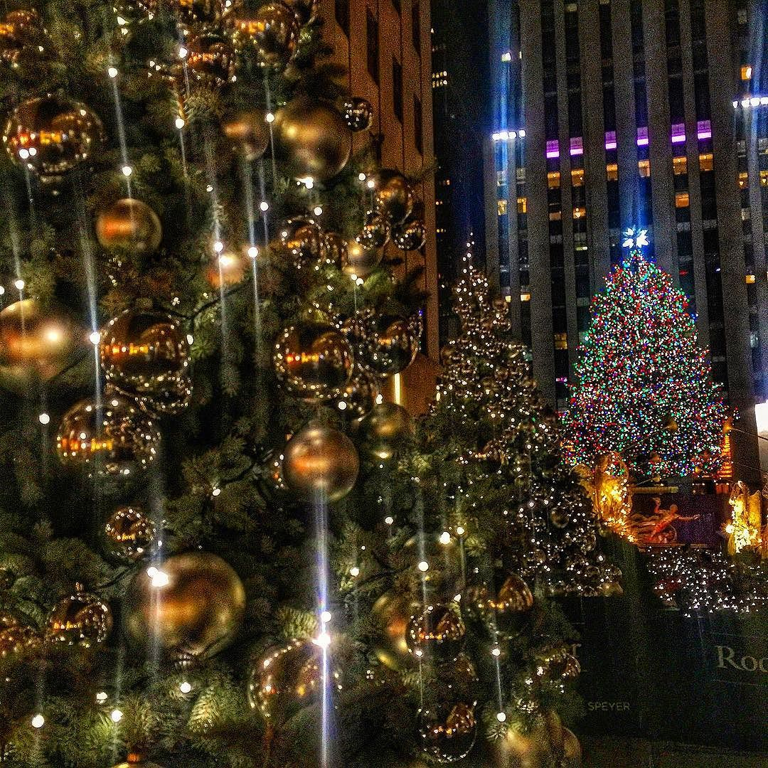 Shine Bright Like A Diamond  #wildnewyork #world_shotz #wow_america #wow_newyork #worldcaptures #empirestate #thisisnewyorkcity #usa_greatshots #icu_usa #igdaily #iloveny #instanyc #IGS_NYC #igworldclub #ig_masterpiece #ig_unitedstates #picoftheday #abc7ny #slaythegram #rockefellercenter #rockefellerchristmastree #nyc #nypix #nbc4ny #newyork #newyorker #newyorkcity #newyorkforall #newyork_instagram #instagramnyc by xsnewyorkcity