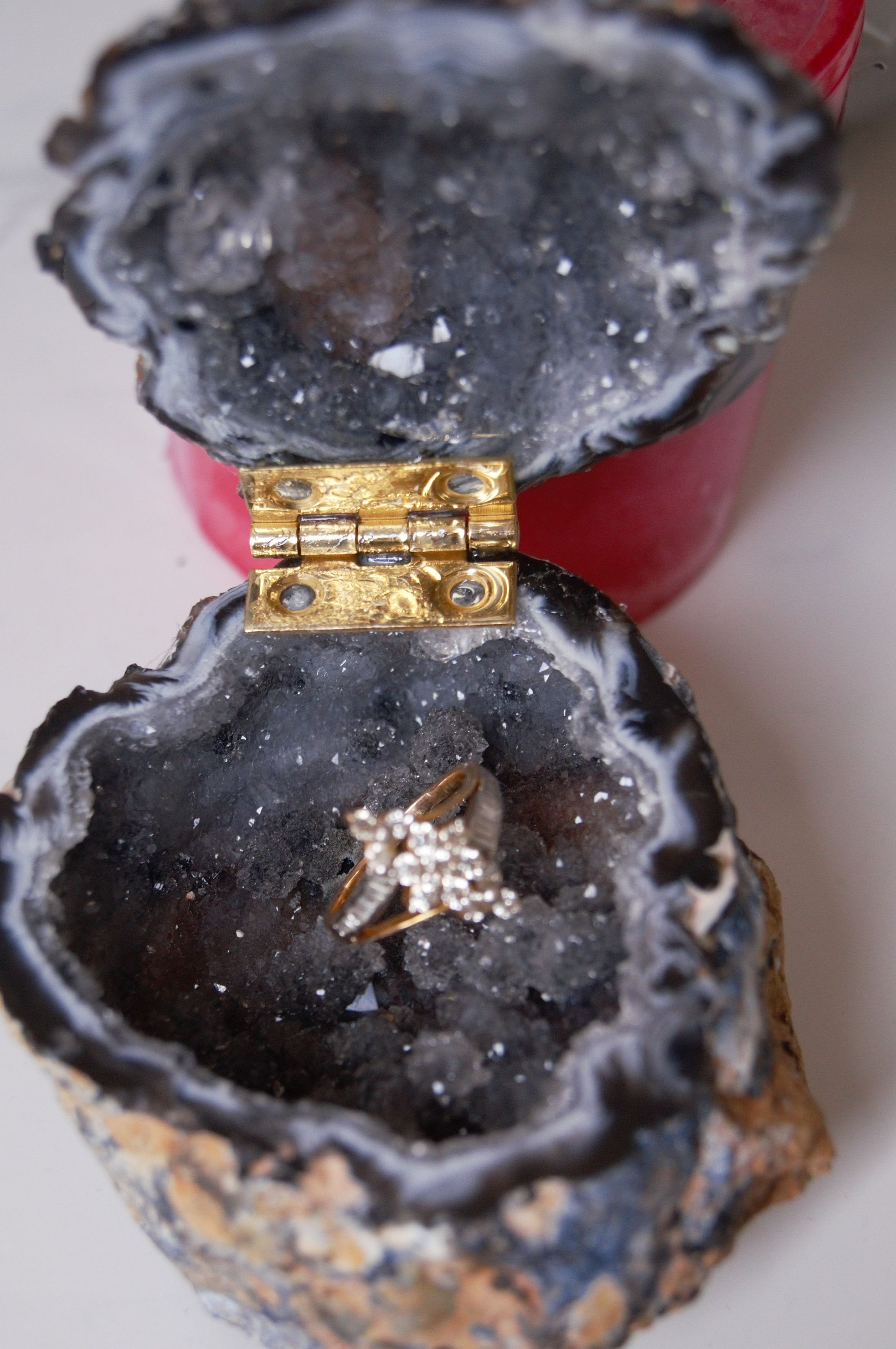 AAA Quality Black Grey Crystals Geode Agate BoxGeode ring