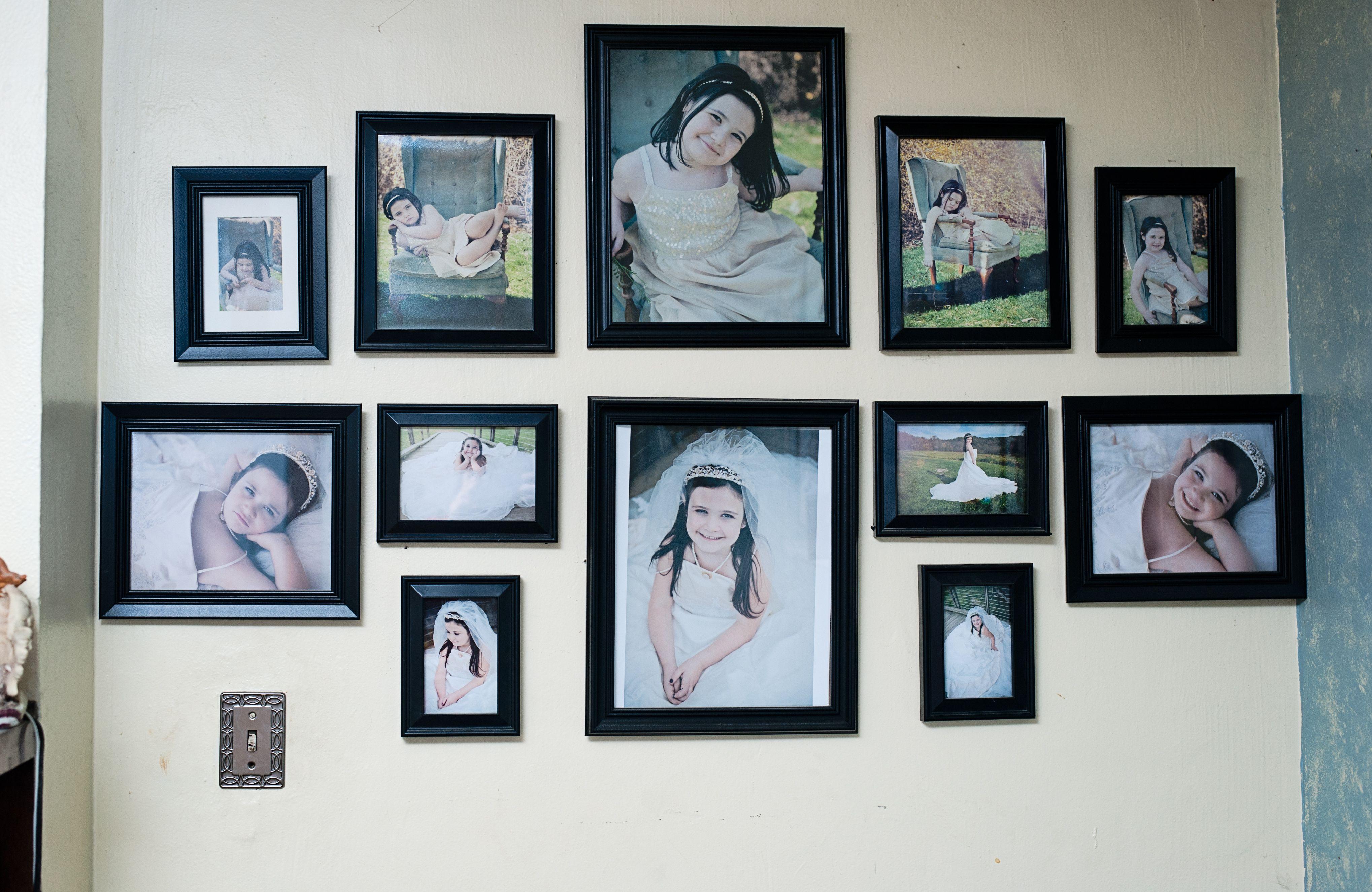 Unique Picture Frame Arrangement | Picture frames arrangement ideas ...