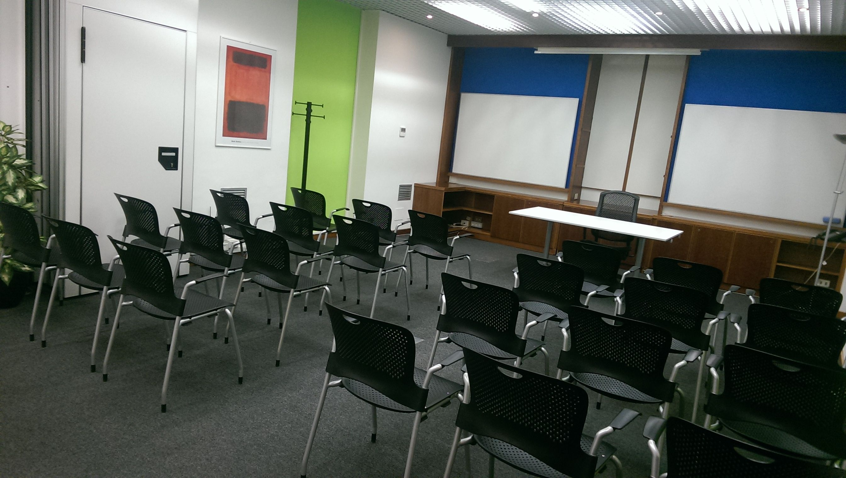 Sala Riunioni, perché e come prenotarla in Pick Center.Pick Center offre sale adatte per piccole e grandi riunioni, workshop, corsi di formazione.