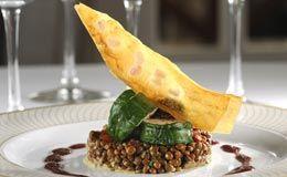 Lombo de porco servido com lentilhas cozidas - Receitas - Receitas GNT