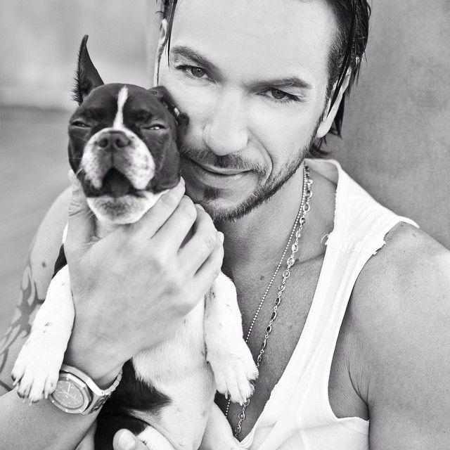 #CostantinoVitagliano Costantino Vitagliano: Buongiorno da noi.... #shooting #tac #bulldogfrancese #frenchbulldog #dog #puppy #love #truelove #friend #bestfriend #black #white #blackandwhite #goodmorning