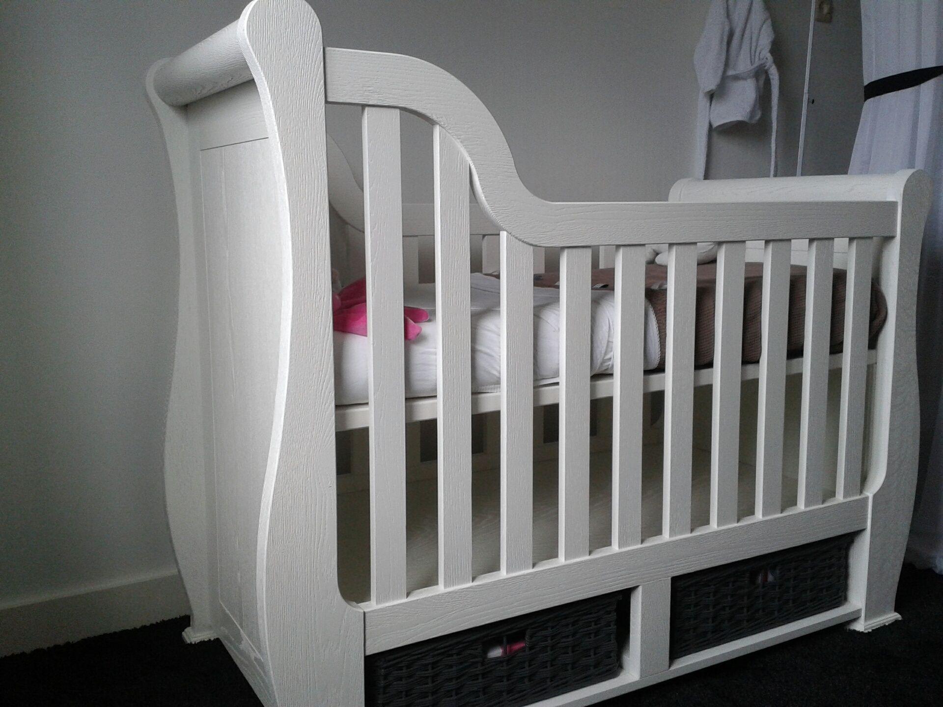 Baby Ledikant Maat.Baby Ledikant Babybed Bed Op Maat Landelijk Rieten Opberg Manden