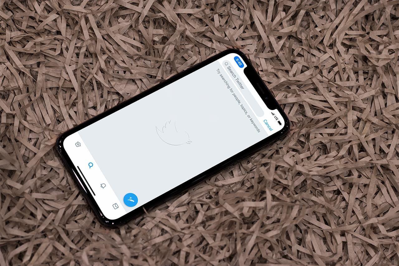 طريقة البحث عن التغريدات القديمة في تويتر Phone Iphone Electronic Products