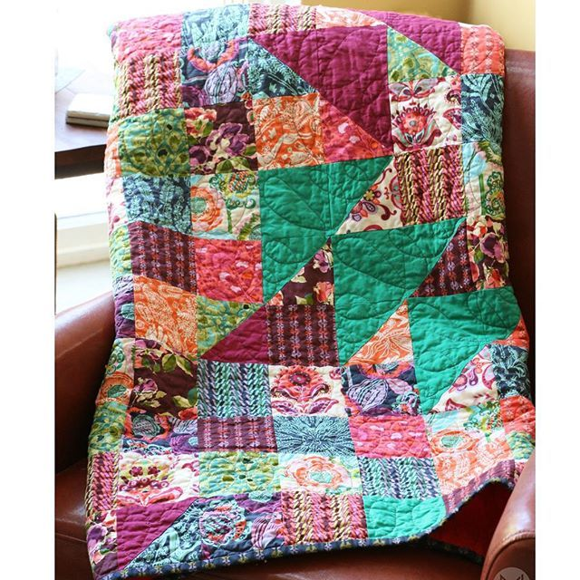 The 5th YouTube video teaching you how to make this quilt is ready!!! I have thoroughly enjoyed making this beautiful quilt with @freespiritfabric by @amybutlerdesign and sharing it with you. 2 hours of instruction!!! Thanks to #aurifil @myquiltbox and @cloverusa for helping to make it possible. Now are you ready to bind and label?! Link in bio :)