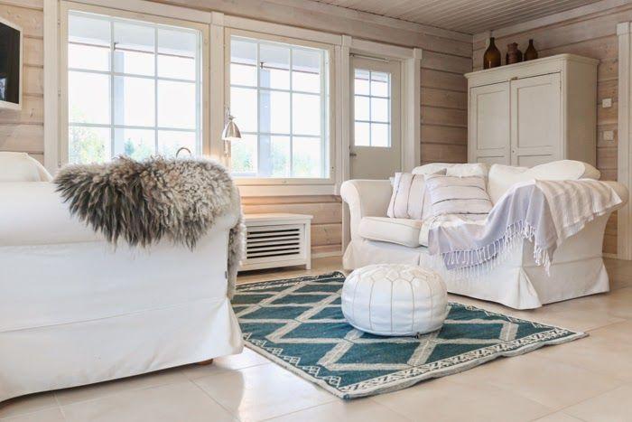 jalpaikka matto, hirsitalo olohuone, livingroom, log home, scandinavian interior, white nordic log home, log cabin, scandinavian home