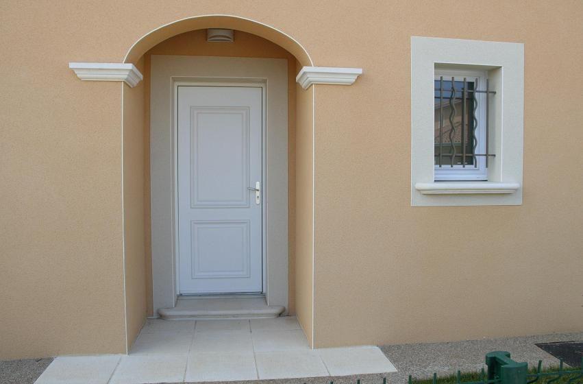 seuil pour porte d 39 entr e en ciment blanc lisse gamme provence seuils porte et porte. Black Bedroom Furniture Sets. Home Design Ideas