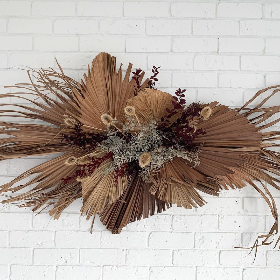 Sugarmoonblooms On Instagram Go Take A Workshop At Themindful Studio You Ll Have A Great Time Dried Flower Arrangements Flower Installation Flower Wall