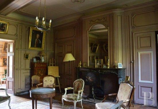 dans la plaine du forez un imposant ch teau du 18 me si cle son parc ses communs son. Black Bedroom Furniture Sets. Home Design Ideas