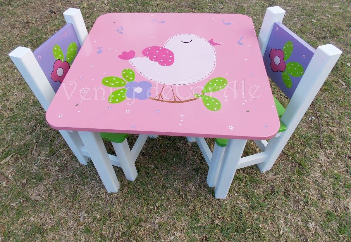 Mesa y sillas infantiles baules cuadros decoracion habitacion de chicos pinterest - Baules pintados a mano ...