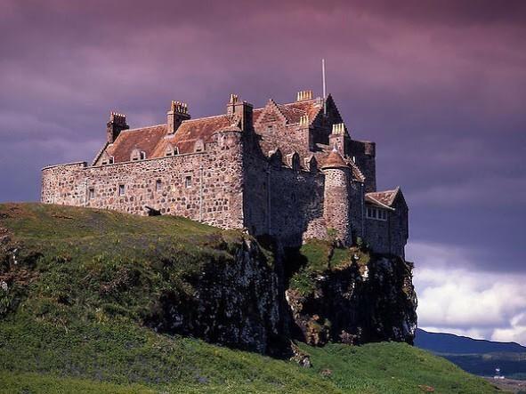 Amazing photograph of Duart Castle, Isle of Mull.  #Scotland #photography pic.twitter.com/bVUOcYJHDo