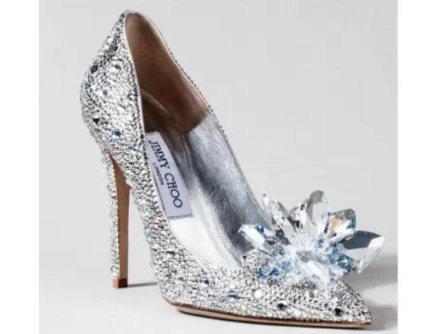 Dos contos de fadas para a vida real: Designers famosos recriam sapatinho de cristal de Cinderela | Virgula - cinderela1 Feito por Jimmy Cho