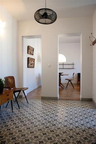 Un salon ouvert sur lu0027entrée de lu0027appartement - Marie Claire Maison - deco entree d appartement