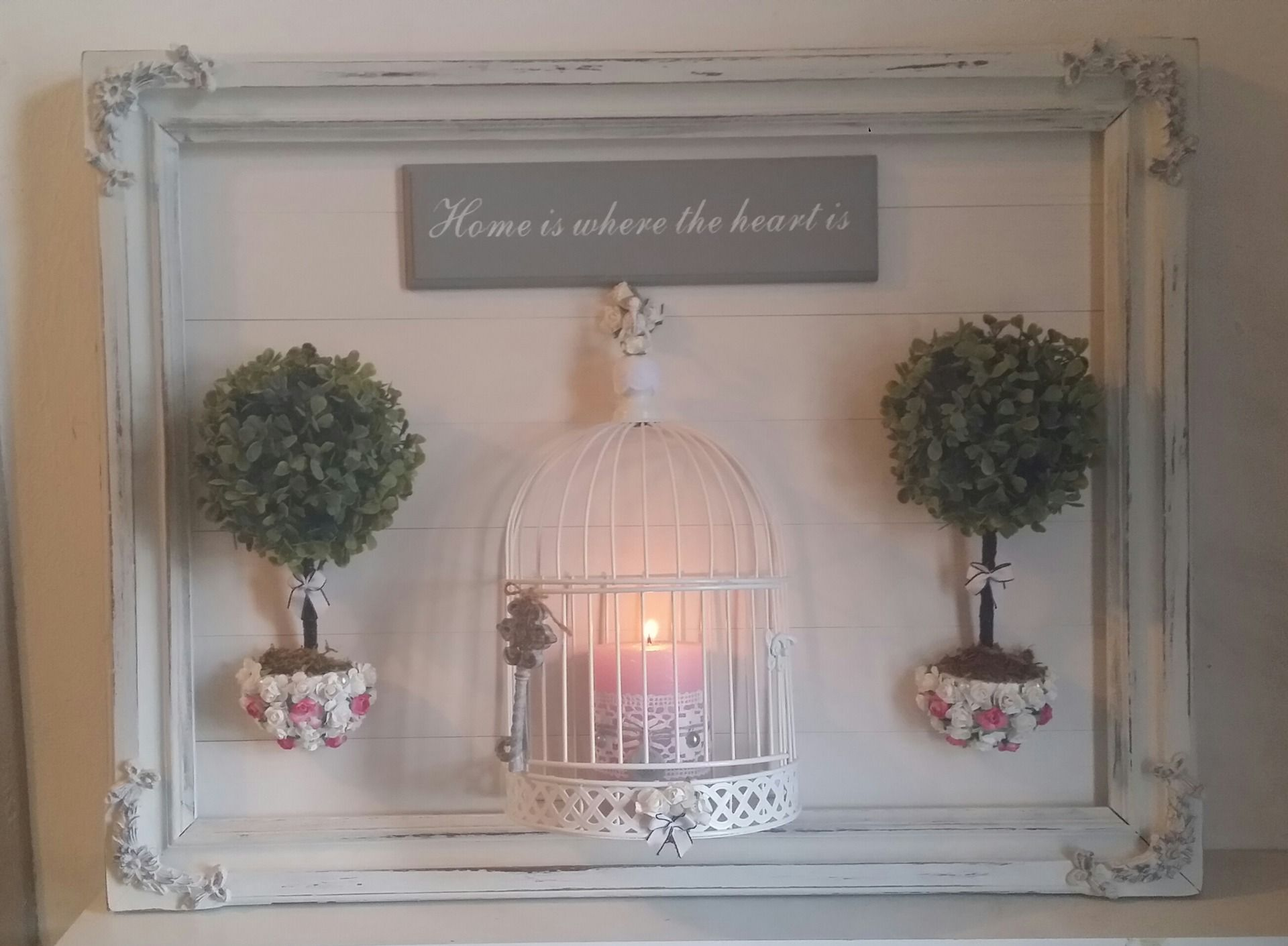 cadre ancien et applique bougeoirs dans une cage style shabby chic luminaires par les. Black Bedroom Furniture Sets. Home Design Ideas