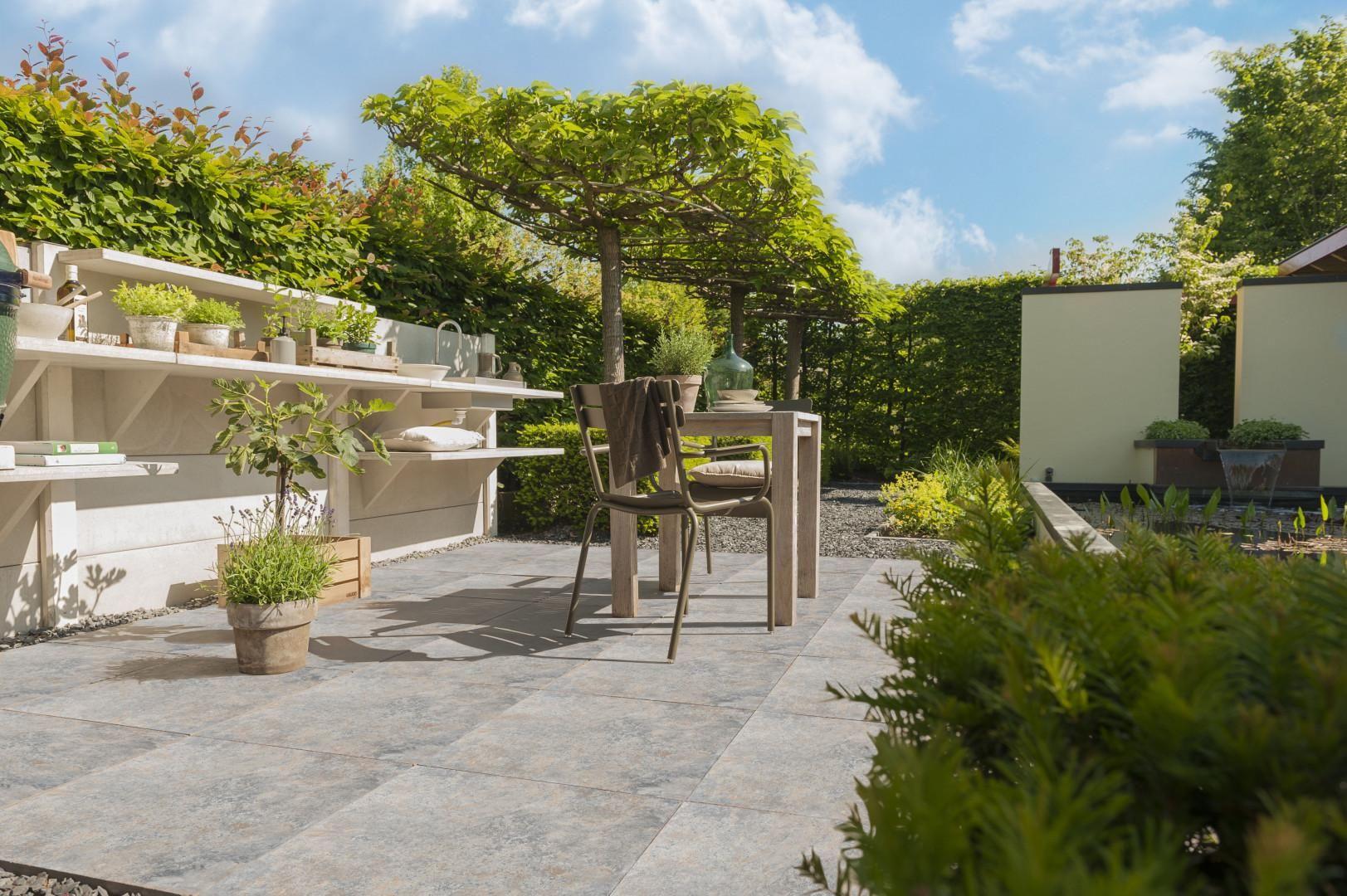 Tuin Met Tegels : Geef je tuin een fijne uitstraling met deze luxe tegels. tuinpaden