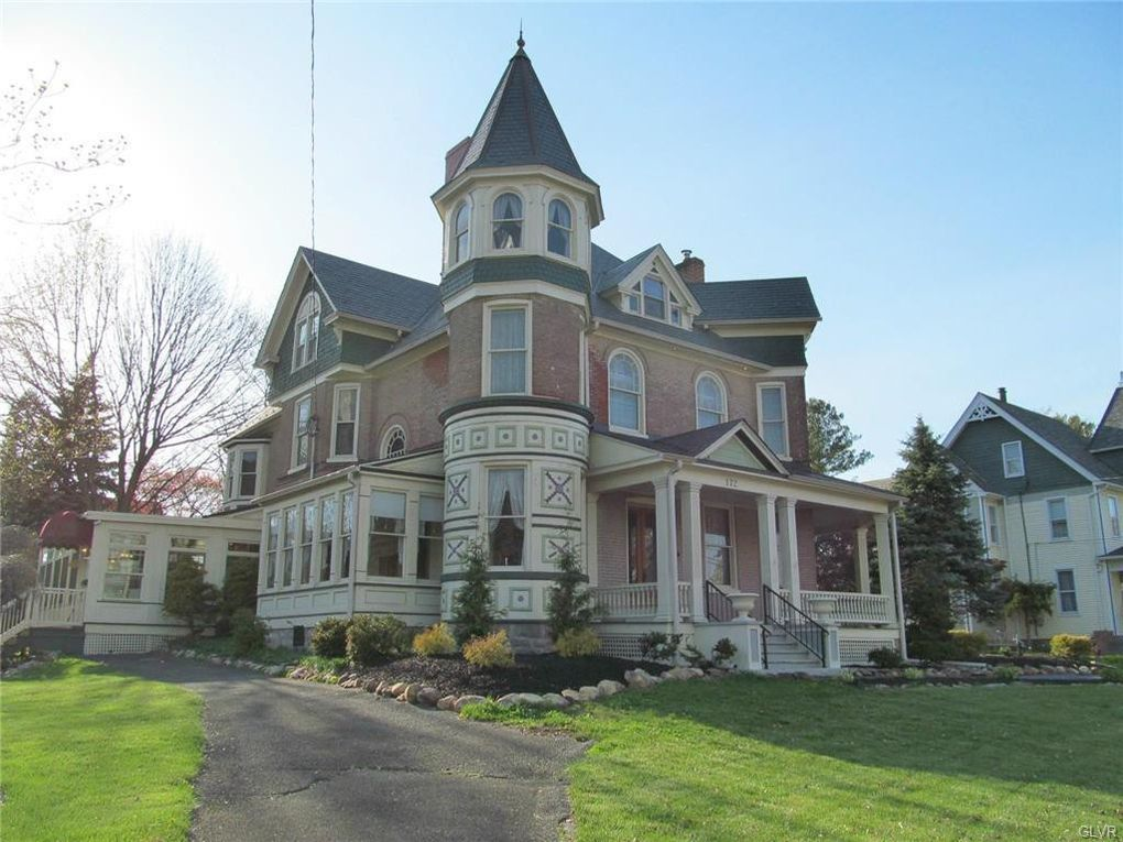 172 S Broad St Nazareth Pa 18064 In 2020 Old House Dreams Victorian Style Homes Victorian Homes