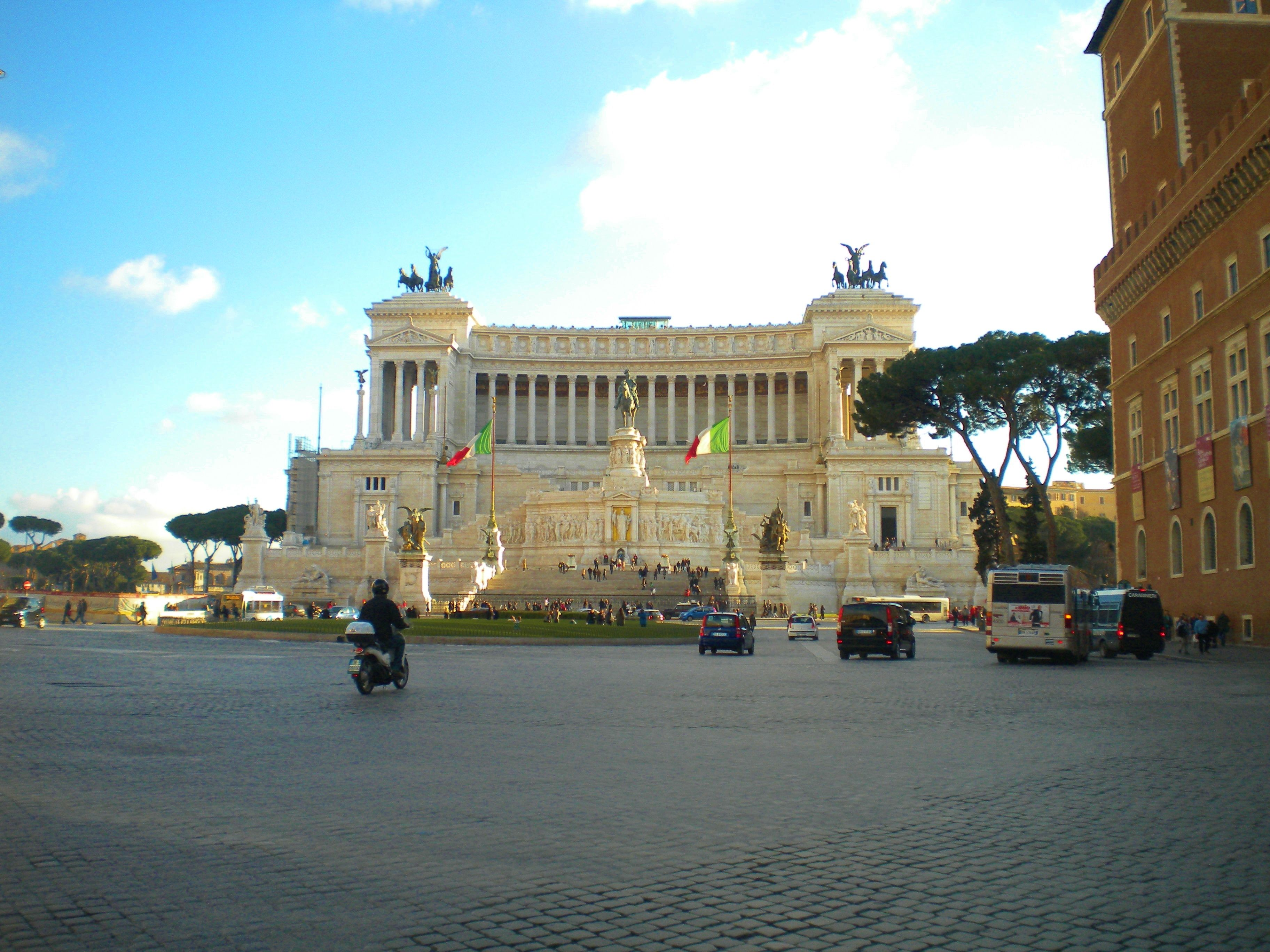 Piazza Venezia - Roma, Italia | Places ive been, Places, Italy