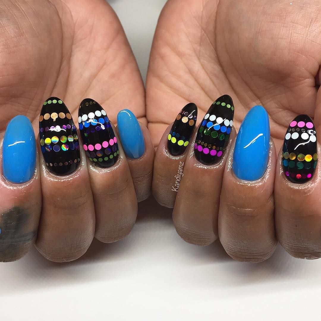 PolkaDots of every color and #Blue nails are a fun combination ...