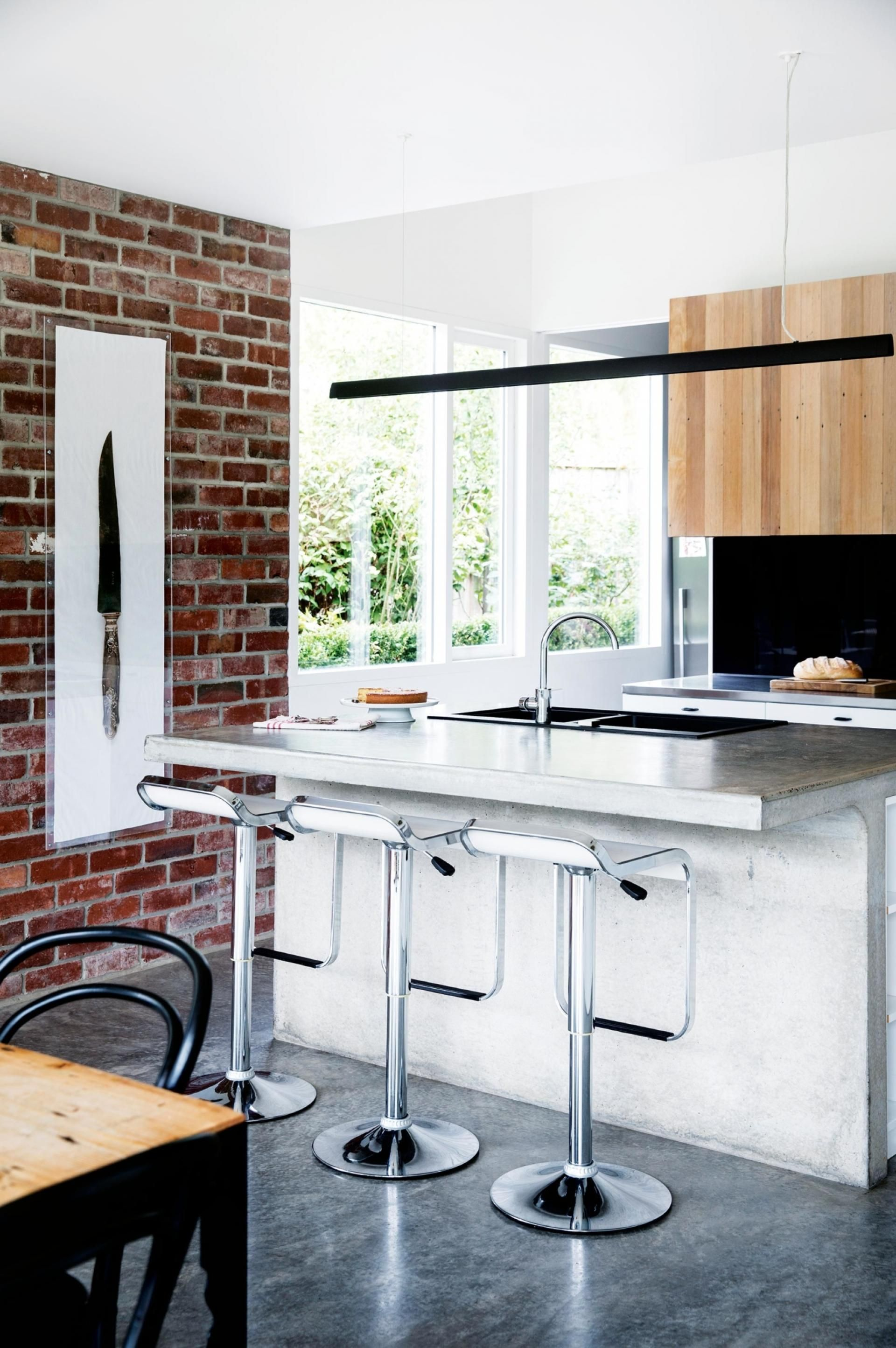 A weatherboard extension transforms a 50s brick house. Photography ...