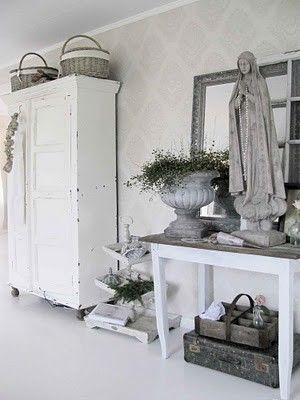 mooie rustige brocante sfeer met oude brocante linnenkast (leuk, Deco ideeën