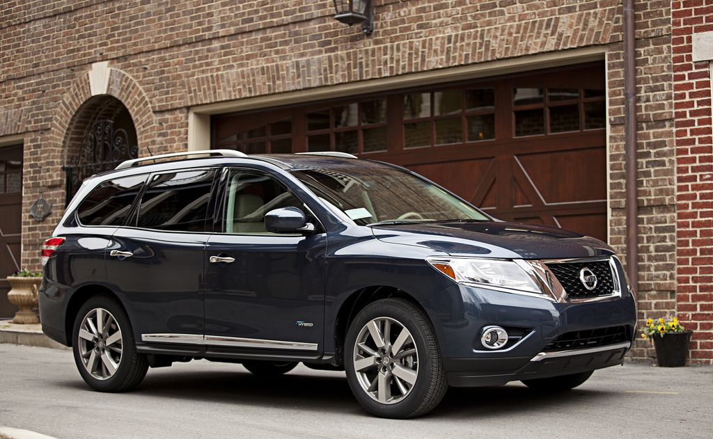 2014 Nissan Pathfinder Hybrid offers 26 MPG combined fuel